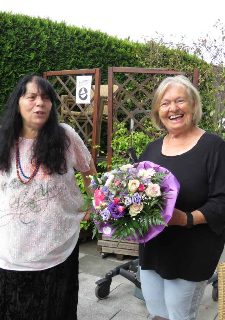 Carmen Daniela erhält die Ehrennadel